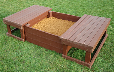 Sea lovers wooden boat sandbox plans here for Pallet boat plans